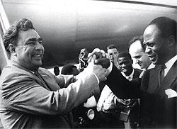 """""""В то время, когда я начал у него работать, это был человек огромной работоспособности"""" (на фото — Брежнев во время визита в Африку..."""