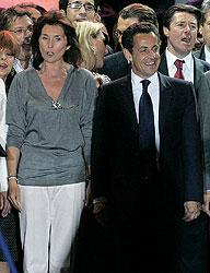 Французам Сесилия Сигане-Альбенис (слева) более известна как преданная соратница, чем как верная жена